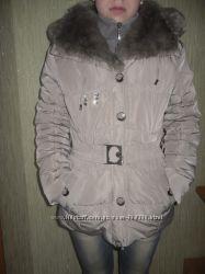 Стильная женская куртка с меховым воротником