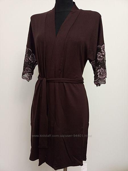 Женский халат из вискозы с кружевом. Violet Delux. М-14