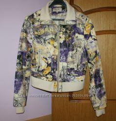 Стильная  деми-курточка размер L идет на М