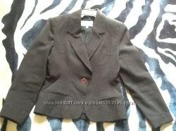 Приталенный, чёрный пиджак S