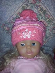Яркая весенняя шапочка для девочки