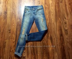 Модные джинсы скинни Mango