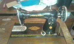 Швейная ножная машинка в тумбе