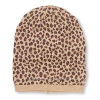 леопардовая шляпка, очки, жилетка, юбка, колготы и макасины