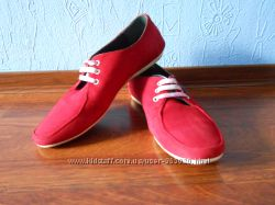 Фирменные красные замшевые мокасины на шнурках