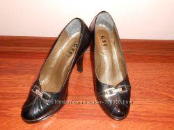Кожаные женские туфли 39 р-р