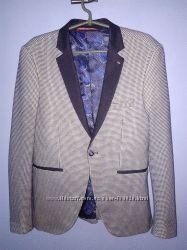 Шикарный пиджак 48 размер