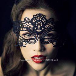 Венецианская таинственная ажурная маска