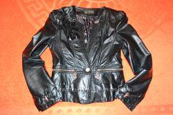 Качественная куртка пиджак из кожзама в состоянии новой