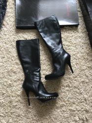 Продам новые кожаные сапоги размер 40