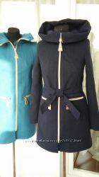 Пальто демисезонное с глубоким капюшоном