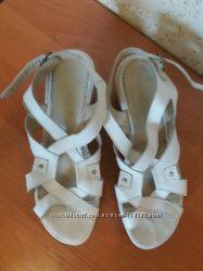 Босоножки белые кожаные 38р.