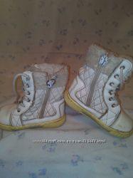 Продам белые ботиночки на весну-осень.
