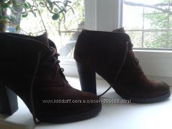 Ботинки женские  на высоком каблуке, коричневый замш.
