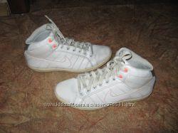 Женские фирменные высокие кроссовки NIKE 37 р