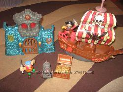 Игровой набор Пиратский корабль с крепостью и пиратами  KEENWAY