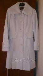 Продам пальто молочного цвета Nui Very