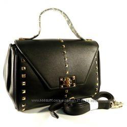 Стильная сумочка через плечо Farfalla Rosso черная с заклепками