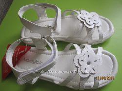 Белые нарядные босоножки Ladybird стелька 17 см.