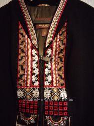 Шикарное пальто с вышивкой в наличии по акции