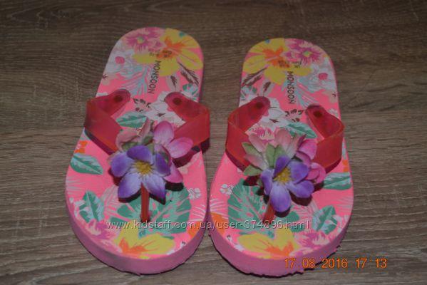 продаются красивые вьетнамки на девочку размер 27- 28 по стельке 18 см