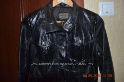 продается кожаная курточка , пиджак на девушку размер S - M