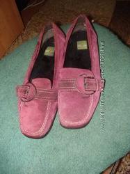 Туфельки замшевые на низком ходу.