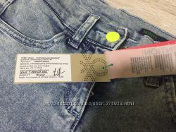 Продам джинсы на девочку Benetton рост 140