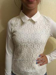 Красивая трикотажная блузочка с ажурной вставкой