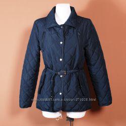 Стеганная приталенная куртка на тонком пояске