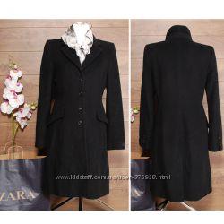 Стильное приталенное пальто.