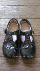 Лакированные туфельки CLARKS для девочки, стелька 16, 5 см, в хор. сост.