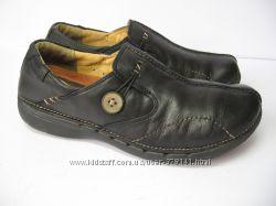 Кожаные туфли Clarks.