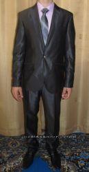 Продам деловой костюм одет на выпускной