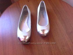 Оригинальные белые туфли с зеркальным носком