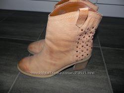 Фирменные Ботинки Boutique, кожа, состояние новых.