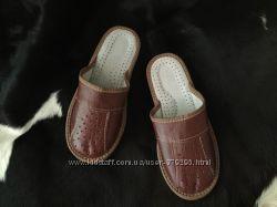 Шлепанцы кожаные с закрытым носком