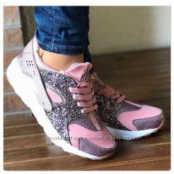 Красивейшие кроссовки розового цвета