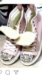 Продаю натуральные кожаные Сникерсы , носок декорирован дорогими камнями
