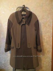 Пальто на весну-осень оливково-зеленоватого цвета, размер 50-52