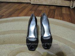 Фирменные шикарные туфли Guess.