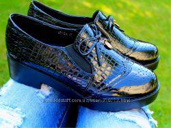 Женские туфли, лоферы черного цвета