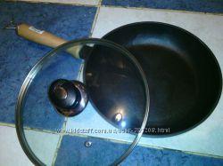 Чугунная сковородка с деревянной ручкой 260х40
