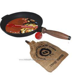 Сковорода чугунная литая с деревянной ручкой 26 см, h-4см