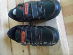 Нові кросівки Аріал