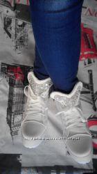 Сникерсы белые  кроссовки в наличии  37
