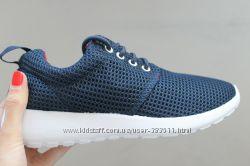 Темно синие кроссовки