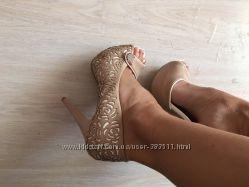 Туфли новые бежевые с белым