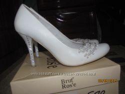 Красиві весільні туфлі
