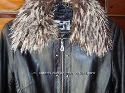 стильная кожаная курточка с меховым воротником р-р 44-46